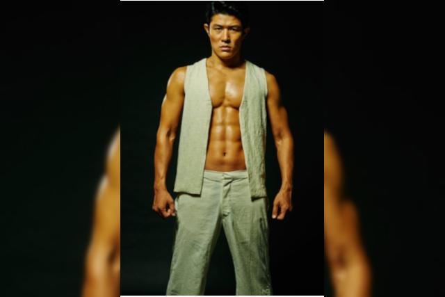 【画像】鈴木亮平の筋肉が美しい!腹筋や腕もバキバキ!東京MER